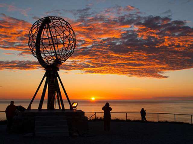 Crossing the Arctic Circle with Midnight Sun Cruise